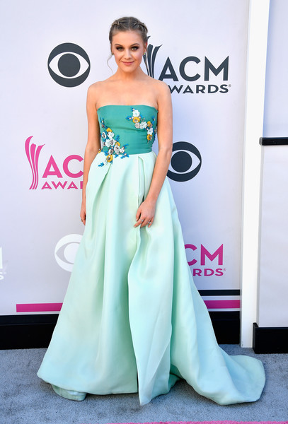 Kelsea Ballerini in Monique Lhuillier in 2017