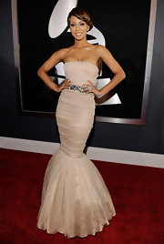 It just doesn't get prettier than Keri's blush-tone strapless mermaid gown.