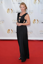 The cutout bodice of Kelli Giddish's evening dress was to die for. It was a nice game of peek-a-boo fashion!