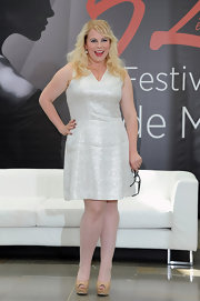 Kristen Vangsness kept it low-key in this shimmery white cocktail dress.