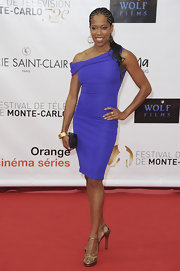 "Regina King made us go ""Ooh-la-la"" with this cobalt off-the-shoulder sheath at the Monte Carlo TV Festival."