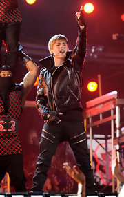 Justin wears black pants with decorative zippers for his Grammy performance.