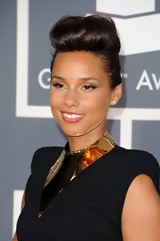 Alicia Keys wore her bangs in a retro reverse roll at the 54th Annual Grammy Awards.