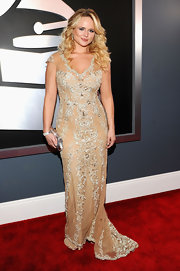 Miranda Lambert was another Grammy gal to go for a quietly elegant look. She was lovely in this nude embroidered dress with a subtle train. Perhaps, she should have pulled a T-Swift and added a pop of color with red lips.