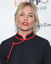 Sienna Miller coated her kissers a bright red hue.