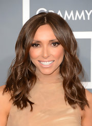 Giuliana Rancic kept her look natural and fresh at the 2013 Grammy Awards with loose waves and a center part.