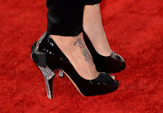 Jeannie Mai showed some glam at the 2013 Grammys with black, rhinestone and bow embellished peep toes.