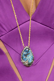 Shaun Robinson chose a blue gemstone pendant to add some color and pizazz to her solid purple gown at the 2013 Grammys.