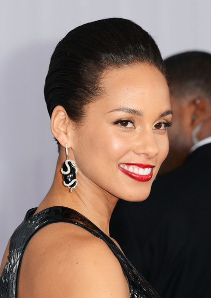 More Pics of Alicia Keys Dangling Diamond Earrings (3 of 16) - Alicia Keys Lookbook - StyleBistro