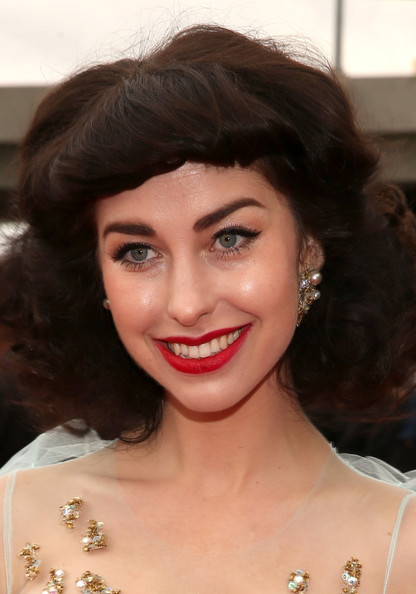 More Pics of Kimbra Retro Hairstyle (1 of 17) - Retro Hairstyle Lookbook - StyleBistro