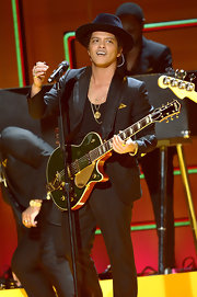 Bruno Mars played it cool during a 2013 Grammy performance when he wore a classic wide brimmed hat.