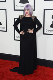 Kelly Osbourne cut a regal figure at the Grammys in a caped black Badgley Mischka gown with shoulder embellishments.