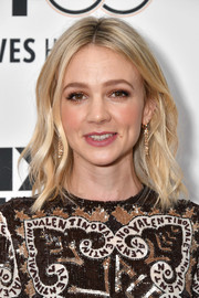 Carey Mulligan framed her pretty face with a center-parted wavy hairstyle for the New York Film Festival premiere of 'Wildlife.'