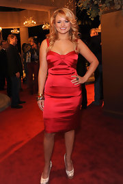 Miranda paired a super glam red dress with white platform pumps. Retro waves complete the country vixen's look.