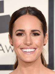 Louise Roe was casually coiffed with this center-parted ponytail during the Grammys.
