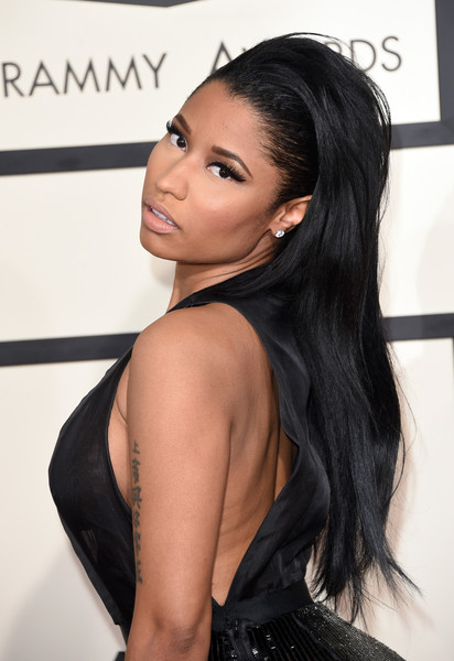 Nicki Minaj went for edgy styling with this teased 'do during the Grammys.