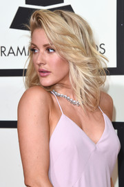 Ellie Goulding attended the Grammys sporting this stylish feathered flip.