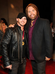 Brantley Gilbert's black leather jacket featured an interesting quilted detail on the shoulder.