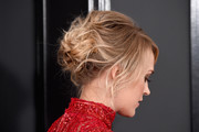 Carrie Underwood attended the 2017 Grammys sporting a messy yet elegant updo.
