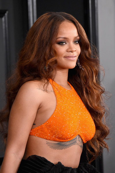 Rihanna kept it classic and feminine with this long curly 'do at the 2017 Grammys.