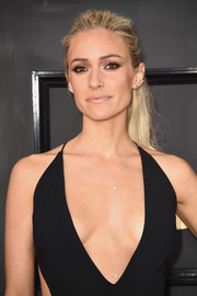 Kristin Cavallari kept it relaxed yet chic with this messy ponytail at the 2017 Grammys.