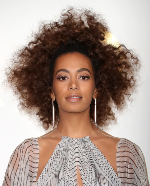 Solange Knowles posed at the Grammy Awards press room wearing her hair in messy curls.