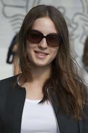 Maria Valverde looked beautiful even with a simple center-parted 'do.