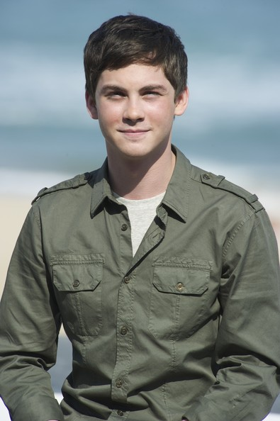 More Pics of Logan Lerman Button Down Shirt (1 of 10) - Logan Lerman Lookbook - StyleBistro