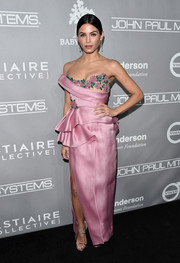 Jenna Dewan-Tatum went the ultra-sweet route in a strapless pink Marchesa gown with a floral neckline and ruffled hips during the Baby2Baby Gala.