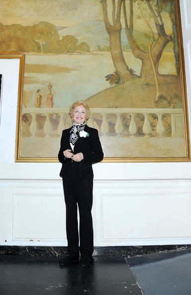 More Pics of Holland Taylor Short Curls (1 of 8) - Short Hairstyles Lookbook - StyleBistro [holland taylor,tourist attraction,art,painting,visual arts,event,art dealer,vernissage,museum,the times square building,new york city,broadway]
