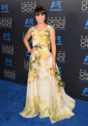 Constance Zimmer opted for printed separates, consisting of a floor-sweeping skirt and a matching top, for her Critics' Choice Television Awards look.