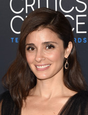 Shiri Appleby attended the Critics' Choice Television Awards wearing a romantic wavy 'do with one side clipped back.
