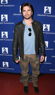 Juanes showed his edgy style with camouflage cargo pants.