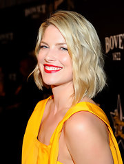 Ali Larter attended the 5th Annual Hollywood Domino Gala wearing her chic blond bob in tousled waves.