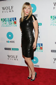 Kelli Giddish's leather dress looked all kinds of sultry on this red carpet.