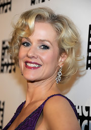 Penelope Ann Miller attended the 62nd Annual Ace Eddie Awards wearing a pair of stunning 14-carat white gold, diamond and rhodolite chandelier earrings.