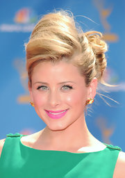 Lauren Bosworth evoked a mod hairstyle while hitting the Emmy Awards red carpet. Her voluminous bun added height and dimension to her look.