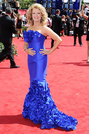 Entertainment Tonight presenter Mary Hart chose to wear a peacock blue strapless gown made of silk shantung taffeta, accented with voulant couture ruffles at the neckline and along the hem of the mermaid shaped skirt.