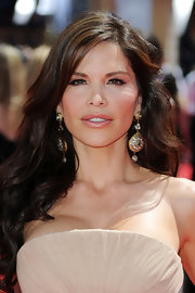 Lauren Sanchez showed off her stunning dangling earrings while hitting the Emmy Awards.