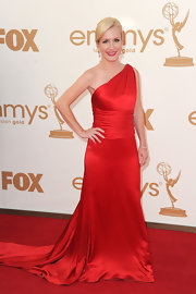 Angela was stunning at the Emmys in a red silk charmeuse and crepe back satin one-shoulder gown with couture draped and detachable shoulder tails.