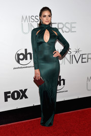 Olivia Culpo showed off her enviable physique in a slinky forest-green cutout gown by Mugler at the Miss Universe Pageant.