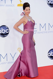 Ashley Judd was definitely a standout on the Emmy red carpet!