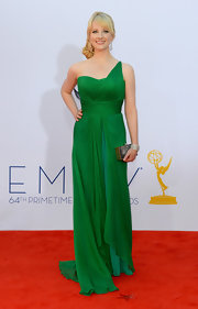 Melissa Rauch really popped against the red carpet in her green chiffon gown.