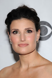 Idina looked amazing in her old-mine diamond drop earrings, in platinum.