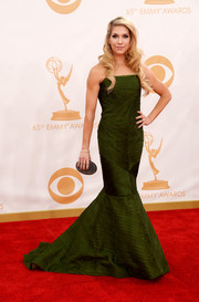 Allison chose an olive green, strapless mermaid gown, styled with gold jewelry.