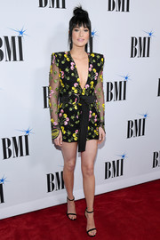 Kacey Musgraves completed her outfit with black slim-strap sandals.