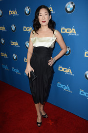 Sandra Oh chose a draped black-and-white cocktail dress for the 2014 Directors Guild Awards.
