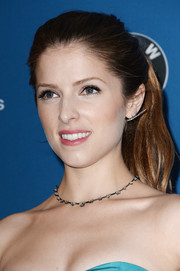 Anna Kendrick complemented her strapless dress with a beautiful diamond necklace.