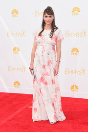 Amanda Peet was sweet and ladylike on the Emmys red carpet in a Giambattista Valli floral gown with an empire waist that revealed her growing baby bump.