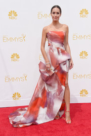 For the 2014 Emmy Awards, Louise Roe selected a strapless gown with a high slit in an abstract print.